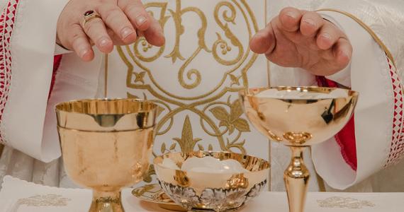 Bohoslužby bude možné znovu navštevovať, platia však ešte obmedzenia