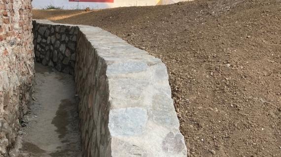 Oporný múr postavený