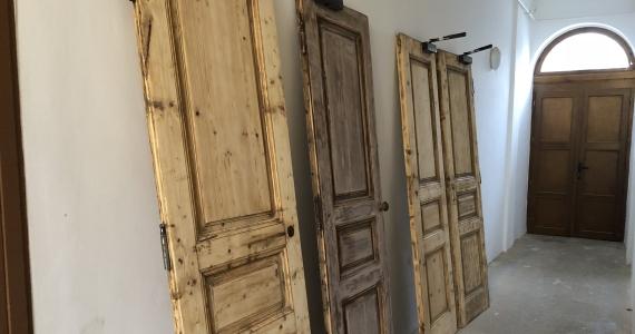 Renovácia vnútorných kostolných dverí