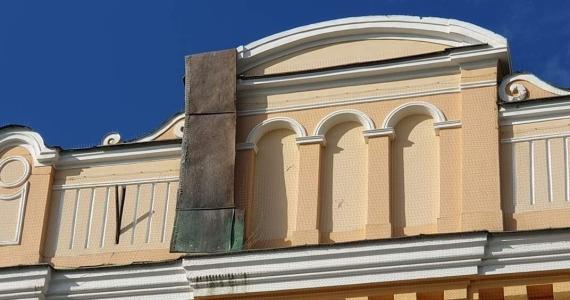 Víchrica poškodila strechu farského kostola