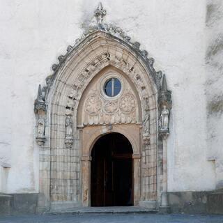 PROSÍME VÁS O PODPORU HLASOVANÍM  za obnovu gotického portálu farského kostola sv. Michala archanjela v Hlohovci