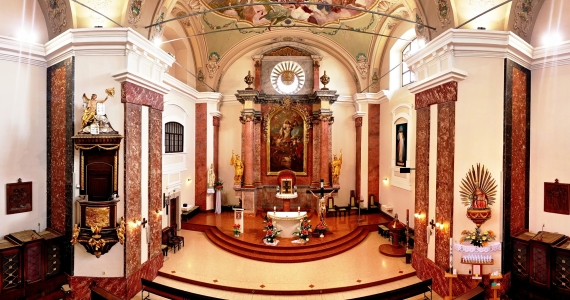 Mariánska SVÄTYŇA – Farský kostol Nanebovzatia Panny Marie v Topoľčanoch umožňuje získať PLNOMOCNÉ ODPUSTKY